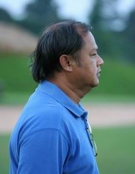 Khun Daeng - sponsor and chief spectator at the Election Cup